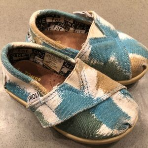 Toms baby shoes Velcro ikat